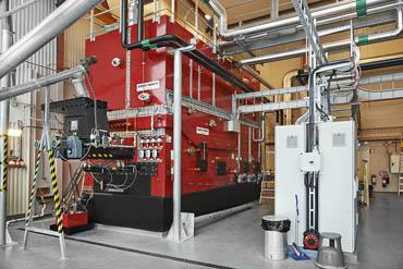 3 st. 3 MW PB2 fastbränslepannor och AC700 SRÖ-system med erforderliga givare och vakter, askhantering, multicyklon, rökgasfläkt och pelletssilor.