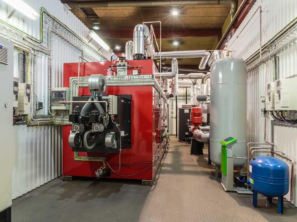 Vi erbjuder en omfattande produktserie för generering av värme och ånga med fastbränslen, olja, gas och el.